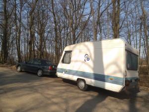 Parkování v kempu v Sedmihorkách, super kemp na super místě, doporučuji!